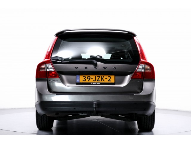 Volvo V70 2.0 Kinetic Navi Leder Trekhaak Cruise ECC LMV PDC