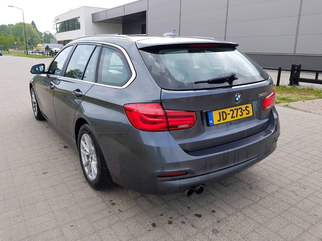 BMW 3 Serie 320i Essential